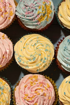 Cupcakes deliciosos com cobertura plana
