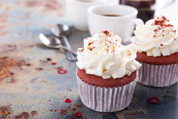 Cupcakes deliciosos de veludo vermelho