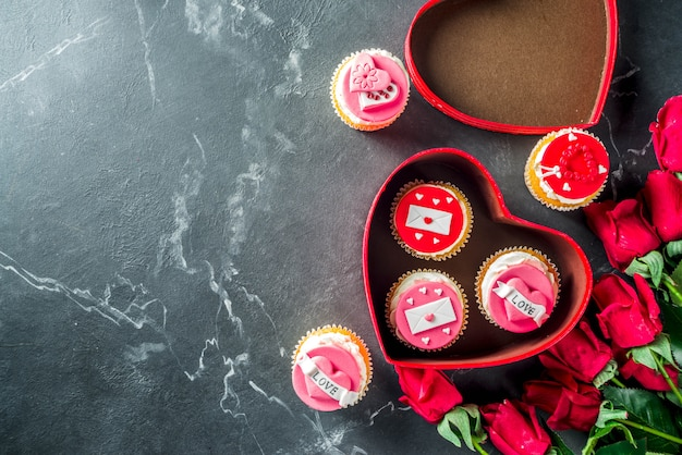 Cupcakes dia dos namorados rosa e vermelho