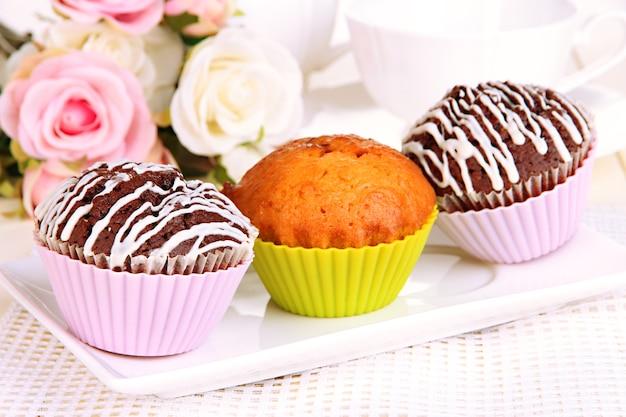 Cupcakes doces close up Foto Premium