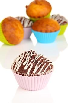 Cupcakes doces na mesa branca Foto Premium