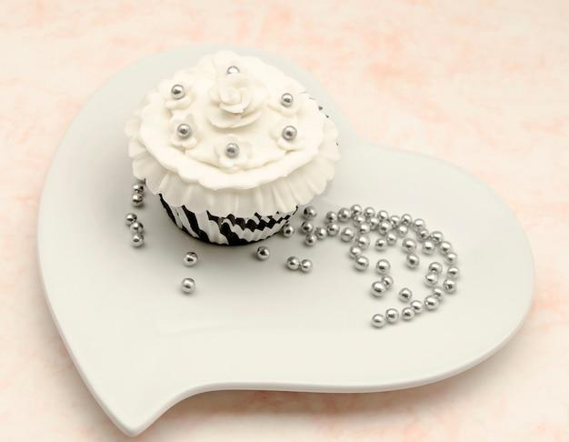 Cupcakes elegantes com decoração vintage