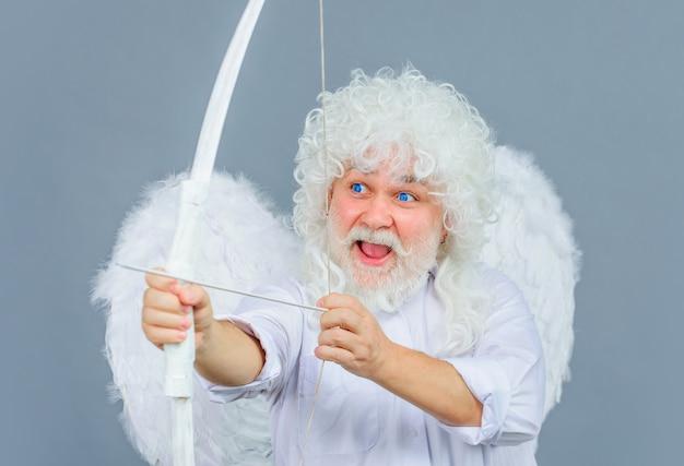 Cupido com arco e flecha.