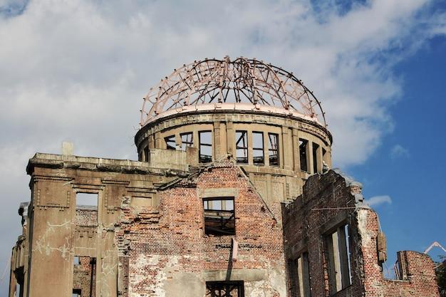 Cúpula da bomba atômica no parque memorial da paz de hiroshima, japão