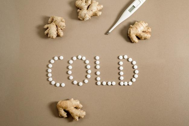 Curar um resfriado no inverno, pílulas ou remédio natural como gengibre.