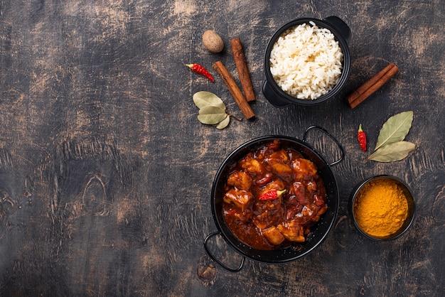 Curry de frango tikka masala com arroz