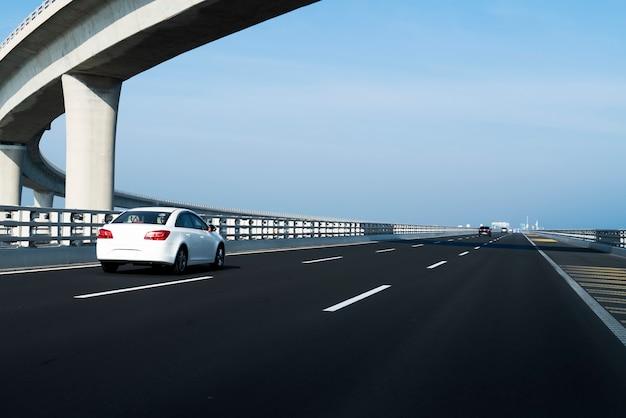 Curva da estrada de concreto do viaduto em shanghai china ao ar livre