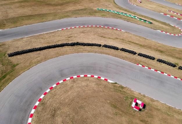 Curvas na pista de corrida de kart