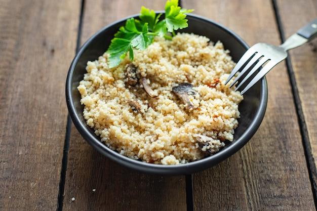 Cuscuz vegetais e especiarias sem carne aperitivo porção fresca prato saudável orgânico