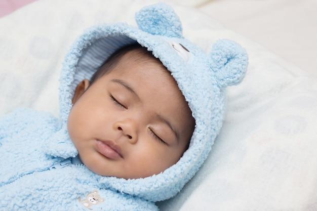 Cute, asian bebê, dormir