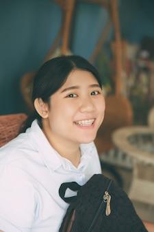 Cute, asiático, gordo, menina, sorrizo, estudante, adolescente, jovem, feliz, closeup, cabeça