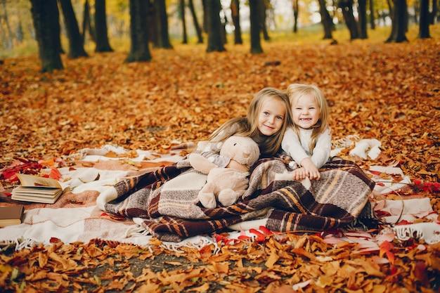 Cute, meninas, em, um, outono, parque