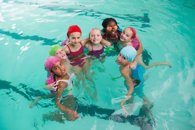 Cute, pequeno, crianças, em, a, piscina