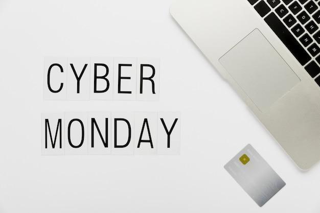 Cyber segunda-feira conceito de mesa com cartão