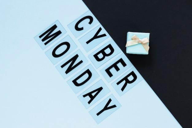 Cyber segunda-feira texto com presente acima