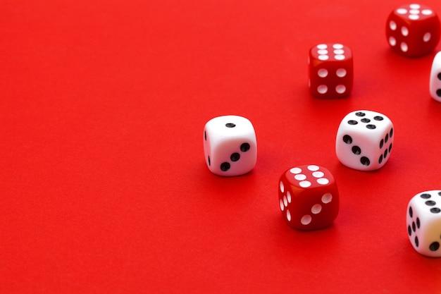 Dados do jogo no vermelho