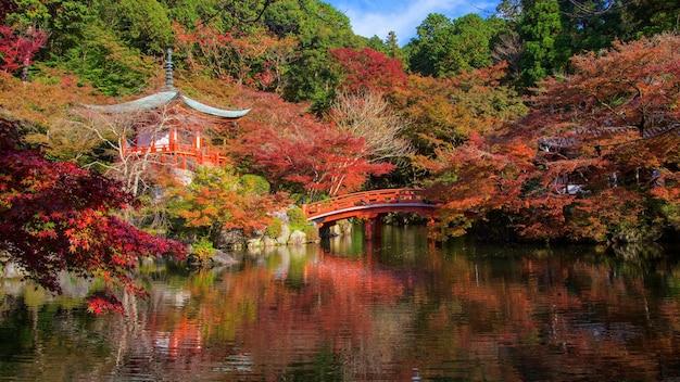 Daigo-ji, um templo budista shingon, com cores de outono, kyoto, japão