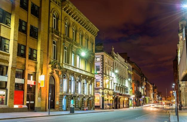 Dale street, uma rua no centro comercial de liverpool, inglaterra