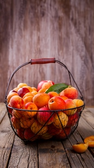 Damascos, frutas de verão.