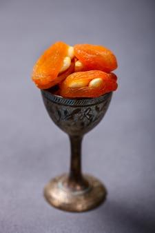 Damascos secos com nozes tradicionais sobremesas orientais