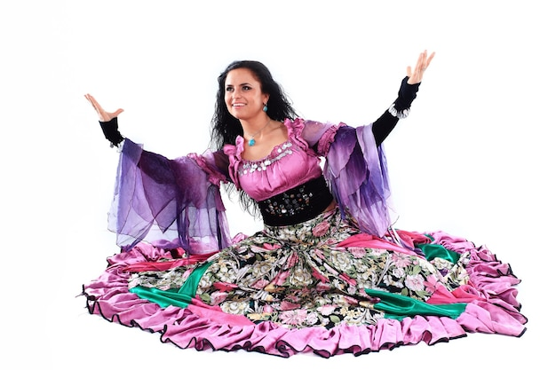 Dançarina cigana. dança cigana. um show de dança