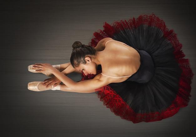 Dançarina clássica de aquecimento