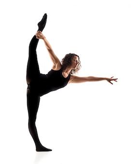 Dançarina de balé de menina em fundo branco isolado