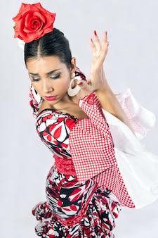 Dançarina de flamenco com lindo vestido