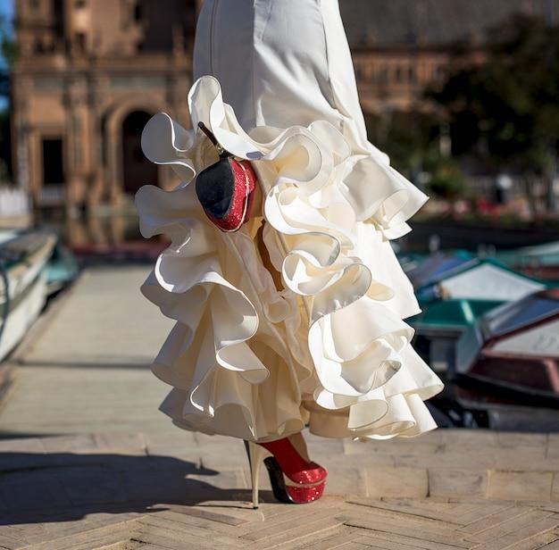 Dançarina de flamenco jovem elegância