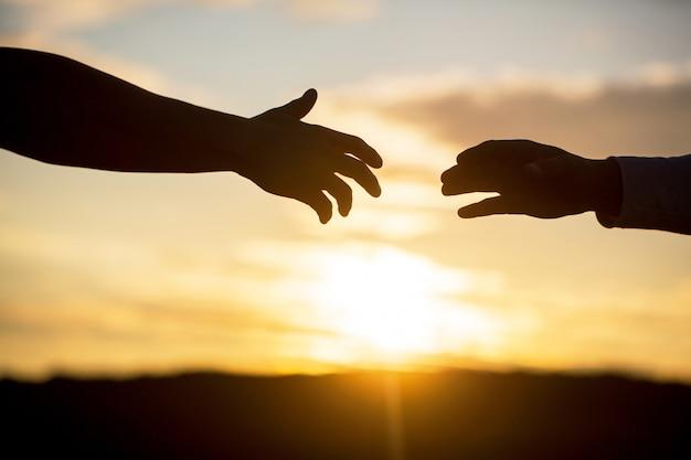 Dando uma mão amiga.