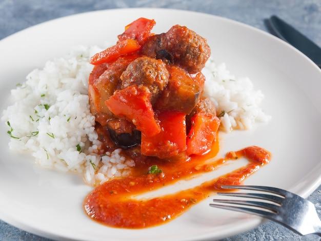 Daoud pasha. um prato oriental tradicional popular no egito e na líbia