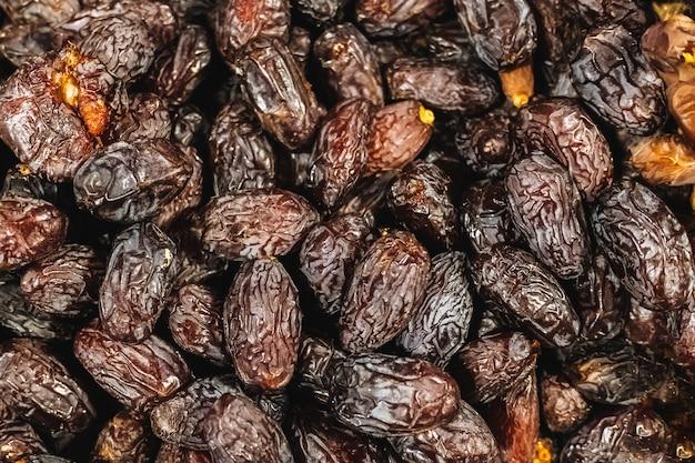 Datas de cacho secas, alimentos nutritivos ricos em vitaminas e açúcares naturais.