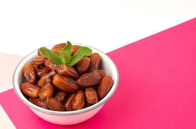 Datas de frutas, com hortelã para o ramadã