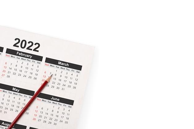 Datas na página do calendário de 2022 com lápis.