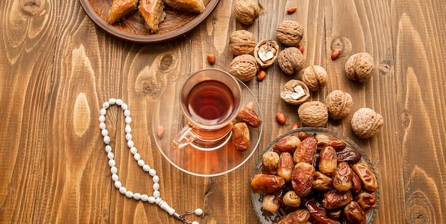 Datas, rosários e baklava. ramadã.