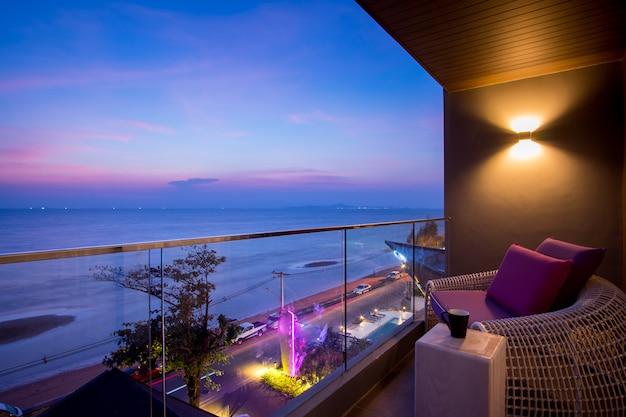 Daybed, cadeira praia, em, sacada, quarto hotel, pattaya, tailandia