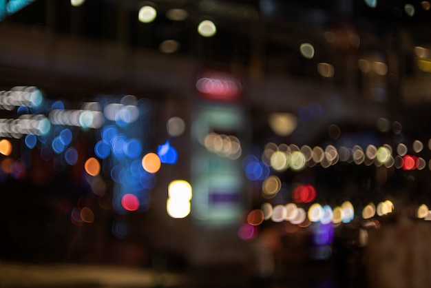 De foco bokeh luz, abstrato na foto da noite
