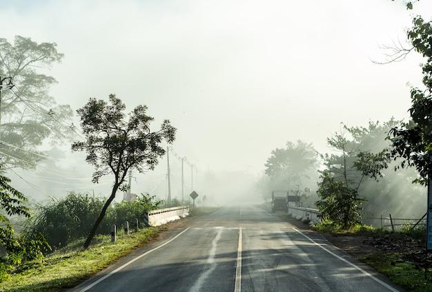 De manhã com neblina cobrindo toda a área