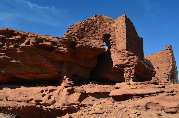 De perto e pessoal com as ruínas wukoki do arizona.