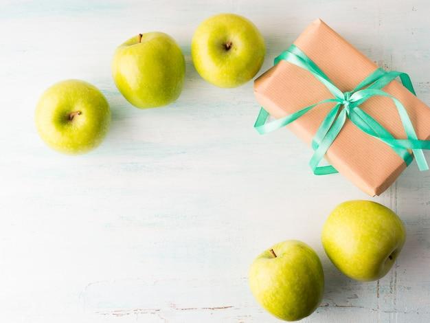 Dê saúde comendo alimentos saudáveis maçãs verdes