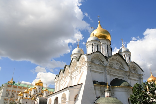De tirar o fôlego famoso a catedral da anunciação e a catedral do arcanjo no kremlin de moscou, rússia