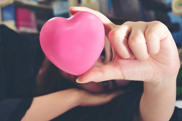 Dê um coração rosa e ame você