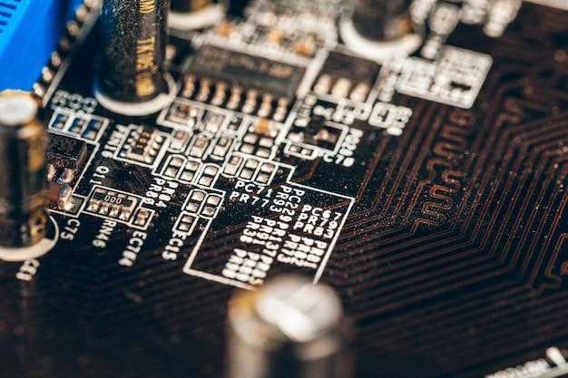 De uma placa de circuito eletrônico com processador