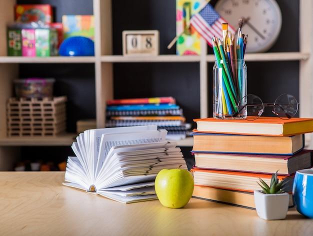 De volta à escola. conceito de fundo de educação com copyspace.