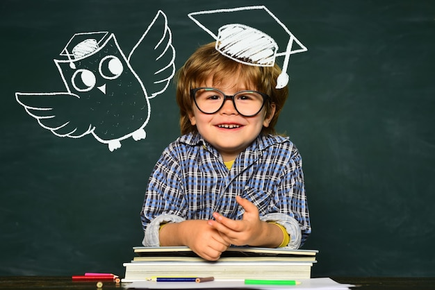 De volta à escola e ao espaço da cópia do quadro-negro de tempo feliz, grande estudo, realização, escola, crianças, escola, crianças ...