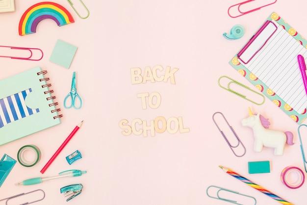 De volta à mensagem da escola com material escolar