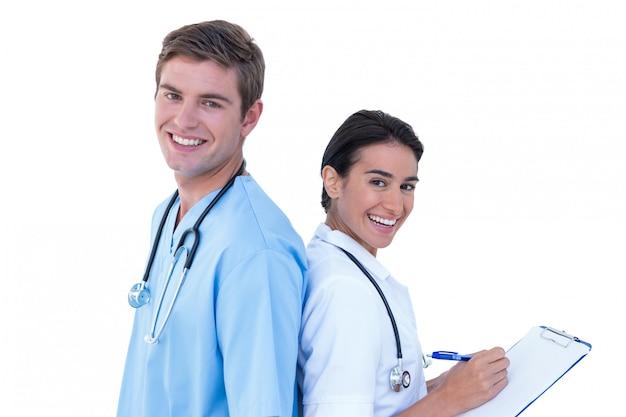 De volta para trás médicos e enfermeiros em um fundo branco