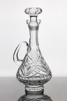 Decanter de cristal para bebidas alcoólicas.