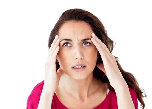 Decidiu uma mulher hispânica com dor de cabeça