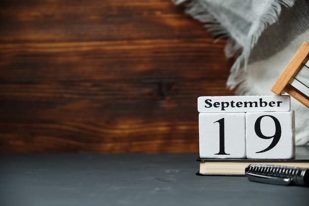 Décimo nono dia de setembro com decorações de outono